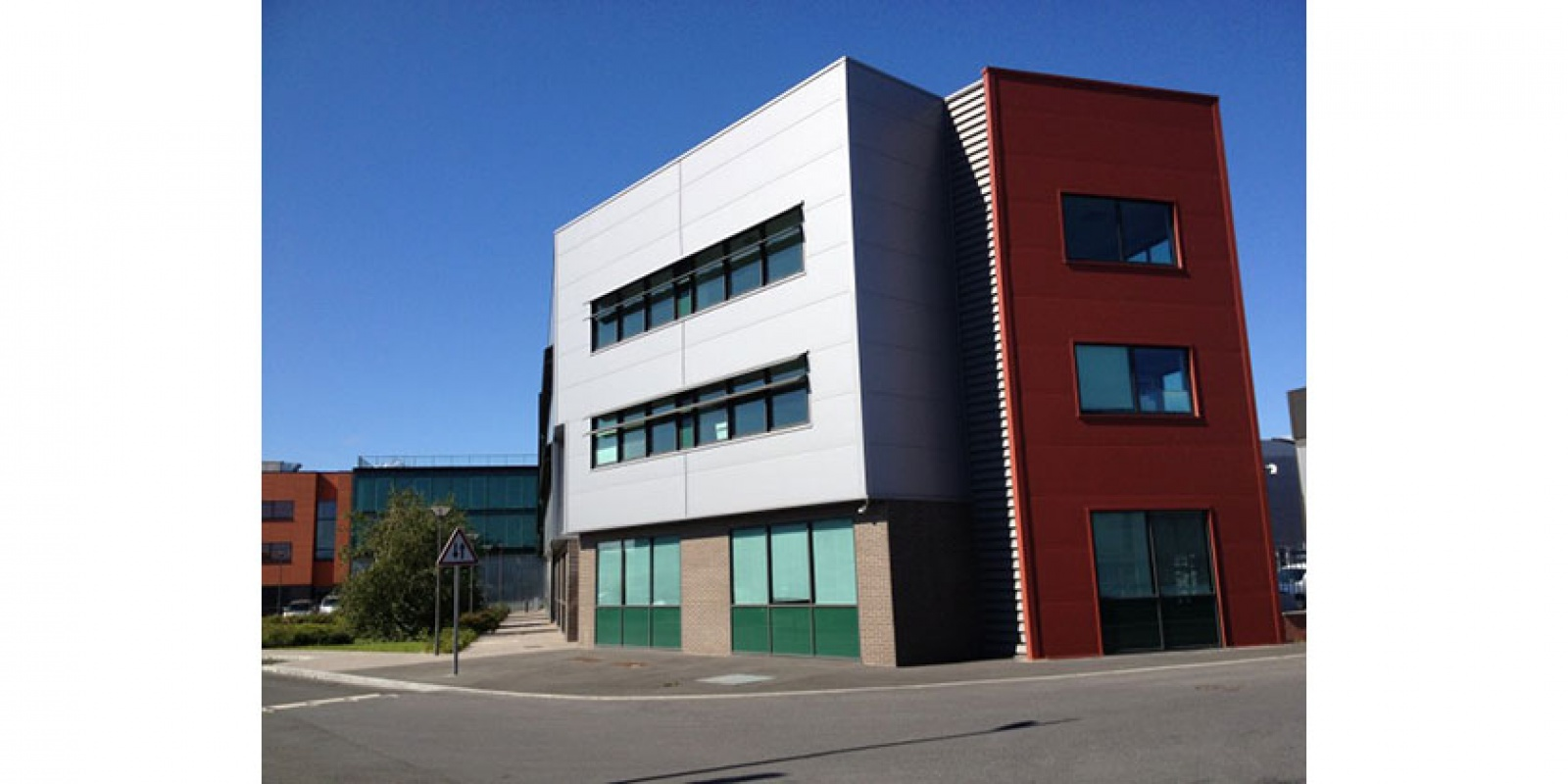 Site et bâtiment sécurisés Bureaux très lumineux Proche de la gare d'Epinay Villetaneuse